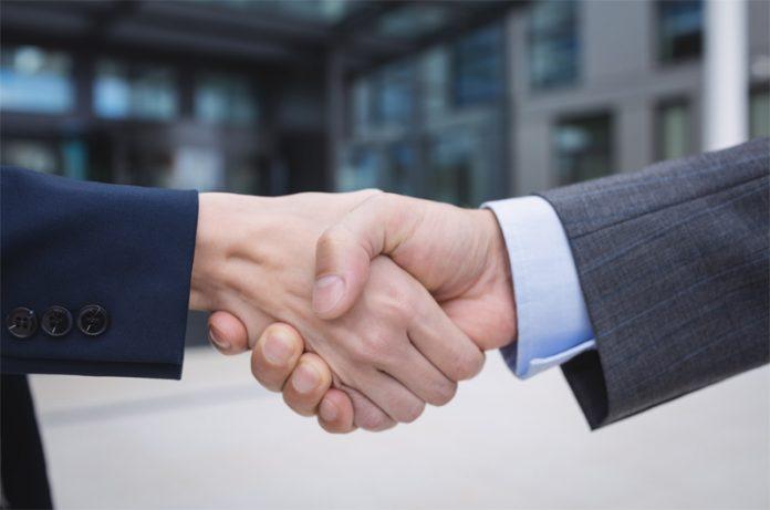 Berjabat tangan dengan yang bukan mahrom